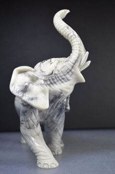 Elephant figurine made of soapstone - 18 x 18 x 9 cm - 623 grams