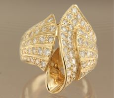 Yellow gold ring of 18 kt set with 85 brilliant cut diamonds of approx. 1.80 ct in total, ring size 15.5 (49)