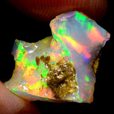 Rainbow natural unheated opal rough - App. 13 x 13 x 8 mm - 6,65 cts