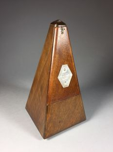 Maelzel Paquet - walnut metronome - first half of the 20th century