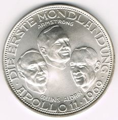 "World - Big Silver Medal 1969 commemorating to the First Moon Landing ""Apollo 11"" Armstrong, Collins, Aldrin - silver"
