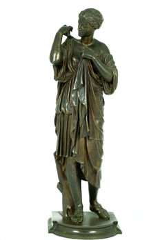 Large bronze sculpture depicting 'Diana of Gabii' - France - late 19th century
