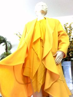 MILANO - wave cut cashmere coat - in sunshine yellow with blouse