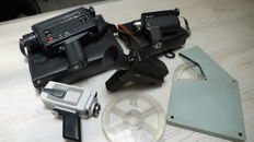 Lot consisting of 4 Super8 cameras and two empty reels for film