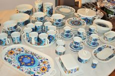 "Lot of 81 piece Villeroy and Boch Izmir service 1973 ""Picasso blue"""