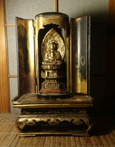 Amida Buddha Zushi and Altar, Boxed- Wood, Laquer and gold gilt - Japan - late 19th century