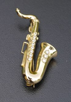 18 kt yellow gold brooch, Spilt saxophone, 750/1000, set with eleven diamonds of  0.34 ct in total