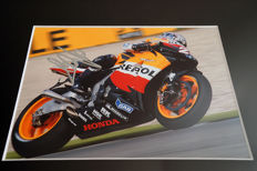 Professionally framed image, personally signed by Dani Pedrosa
