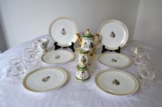 Fernand Deshoulières - Limoges porcelain coffee and dessert service with Joséphine and NAPOLEON as decoration + 6 cognac glasses