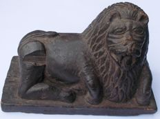 Antique wooden statue of a lion - India - 19th century