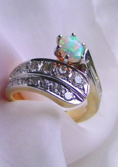 Full opal with approx. 1.10 ct diamonds in 585 gold, 8.3 g