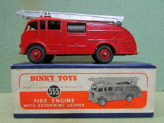 Dinky Toys - Scale 1/43 - Fire Engine With Extending Ladder (Commer) No.555