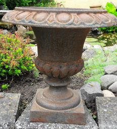 Very heavy cast-iron vase in nice rust-black patina