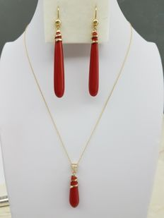 Set of necklace and earrings in 18 kt yellow gold with coral from Torre del Greco and diamonds 0.09 ct