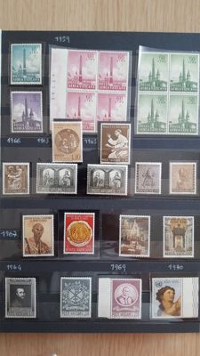 Vatican and San Marino, 1959 to 1989 - Collection mounted on two large albums.