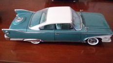 Sun Star-Platinum - Scale 1/18 scale - Plymouth Fury 1960 - Metallic emerald green