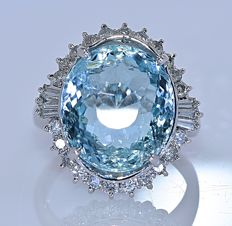 8.51 ct Aquamarine with Diamonds ring - No reserve price!