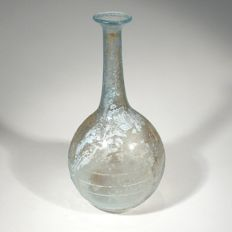 Roman glass bottle with trailing. H. 10,5 cm