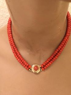 Precious coral necklace with gold clasp marked in Amsterdam - length 41 cm