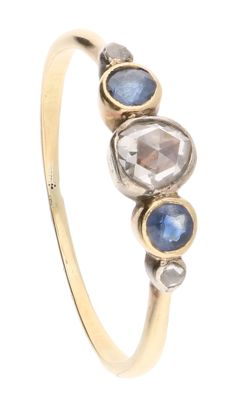 14kt - Yellow gold ring set with 2 blue sapphires and 3 rose cut diamonds of approx. 0.35 ct in total - Ring size 19 mm