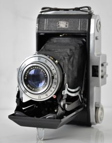 Circa 1951   Zeiss  Nettar 517/2  Folding Camera.