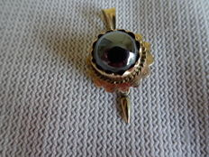 Gold pendant with quartz stone and gold tip