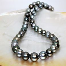 Necklace made of cultured Tahitian pearls, Ø 10-12.7 mm.