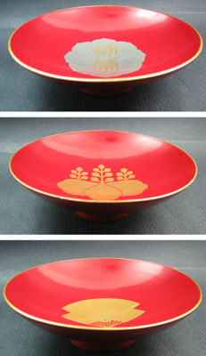 3 Red lacquer sakazuki (sake cups) - Japan - ca. 1920s