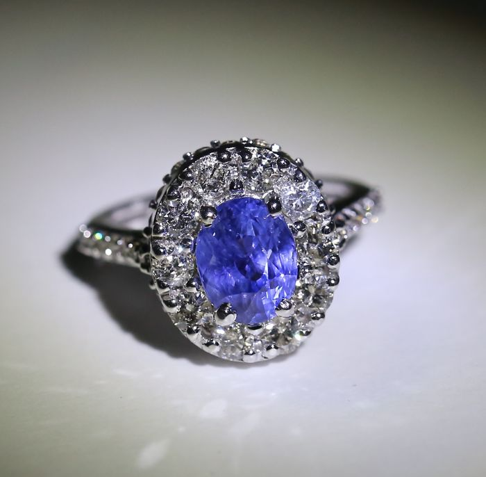 White Gold, IGI Certified designer 3.06. ct. unheated Blue Sapphire  and 2.60 ct. diamond Ring- Ring size: 55 1/4 (FR)/17.25 mm