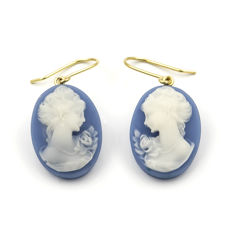 750/1,000 (18 kt) yellow gold – Earrings – Cameo – Maximum earring height: 32.00 mm (approx.)