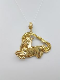 Pendant in 18 kt gold, handmade on commission, Dimensions: 5 x 5.5 cm; weight: 27.1 g