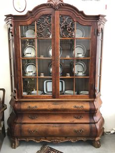 Burr-Walnut curved china cabinet with double door in Louis XV style, the Netherlands, circa 1960