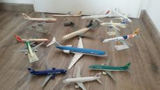 Lot with 13 different model airplanes on stand