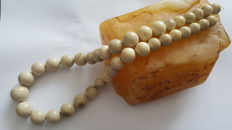 Natural white beige Amber necklace with graduated round beads, 57 grams