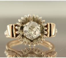 14k bicolour gold ring set with a Bolshevik cut diamond, approx. 1.35 carat in total, ring size 18 (57)