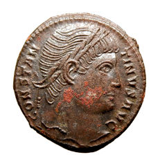 Roman empire - Constantine I (307 - 337 A.D.) bronze follis (3,16 g, 18 mm.) from Rome mint, 326 A.D. PROVIDENTIAE AVGG. R wreath S. Campgate.