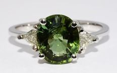 2.84 ct Ring with green tourmaline and diamonds - no reserve price -