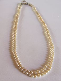 Two row necklace of cultured pearls and silver clasp + small security chain