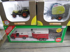 Universal Hobbies / Siku - Scale 1/32 - Lot with 3 models: 1 x Claas Nectis Tractor, 1 x  Variant Baler & 1 x  Land Rover with horse trailer & horses.