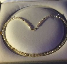 Genuine Cultured Pearl Necklace. Length: 44 cm ** Period: 1960-70 **