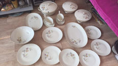 Porcelain tableware pieces of Hutschenreuther Selb L.H.S Bavaria Favorit