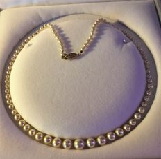 Genuine Cultured Pearl graduated necklace. Length: 50 cm ** Era 1960-70 **