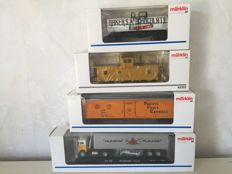 Märklin H0 - 45702/4865/4864/47780 - 4 various American freight carriages.