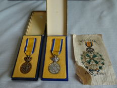 2 x Dutch awards - including 1 x bronze and 1 x silver and a bag for the military William order