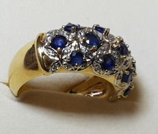 Ring with 13 sapphire and a pave of diamonds, 18 kt gold