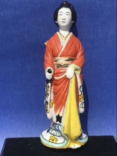 A Kutani statue of a geisha – Japan – around 1920/1930.