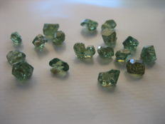 Lot of green demantoid garnet crystals -  27ct (17)