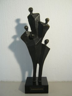 "Corry Ammerlaan van Niekerk - sculpture on marble base - ""Communicatie'' (Communication)."