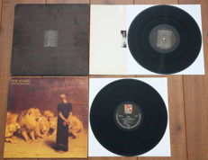 A great lot of 2 new wave classics: Joy Division- Unknown Pleasures (1st Italian pressing w. textured cover & OIS) & The Sound- From The Lions Mouth (1st German pressing in gatefold sleeve)