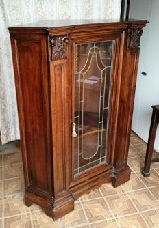 Beautiful antique walnut wood corner display cabinet, with coloured stained glass. First half of the 20th century.
